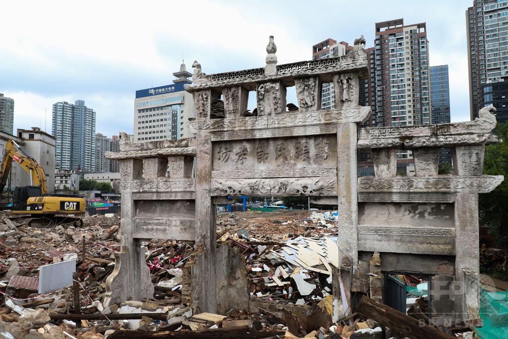 清時代の「牌坊」、家屋の一部になっていた 解体作業中に姿現す