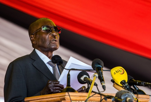 ジンバブエ大統領、後継に注目集まるなか健康不安説を否定 「私は死にかけていない」