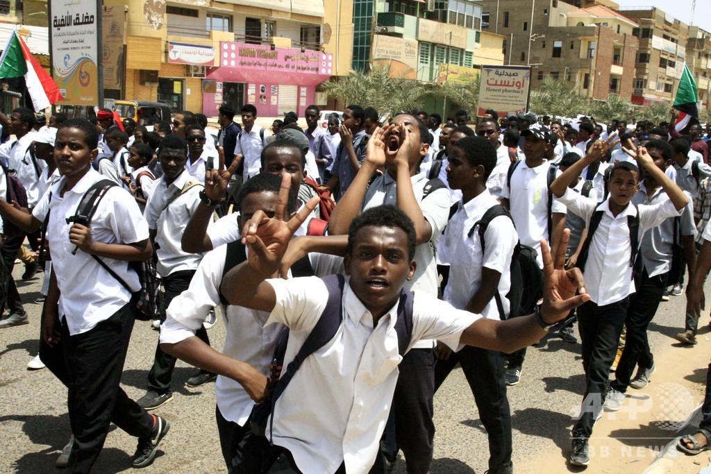 高校生5人含む6人殺害に生徒ら抗議、国内すべての学校が休校に スーダン