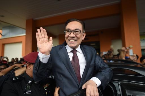 マレーシアのアンワル元副首相、恩赦で釈放 同性愛行為で服役