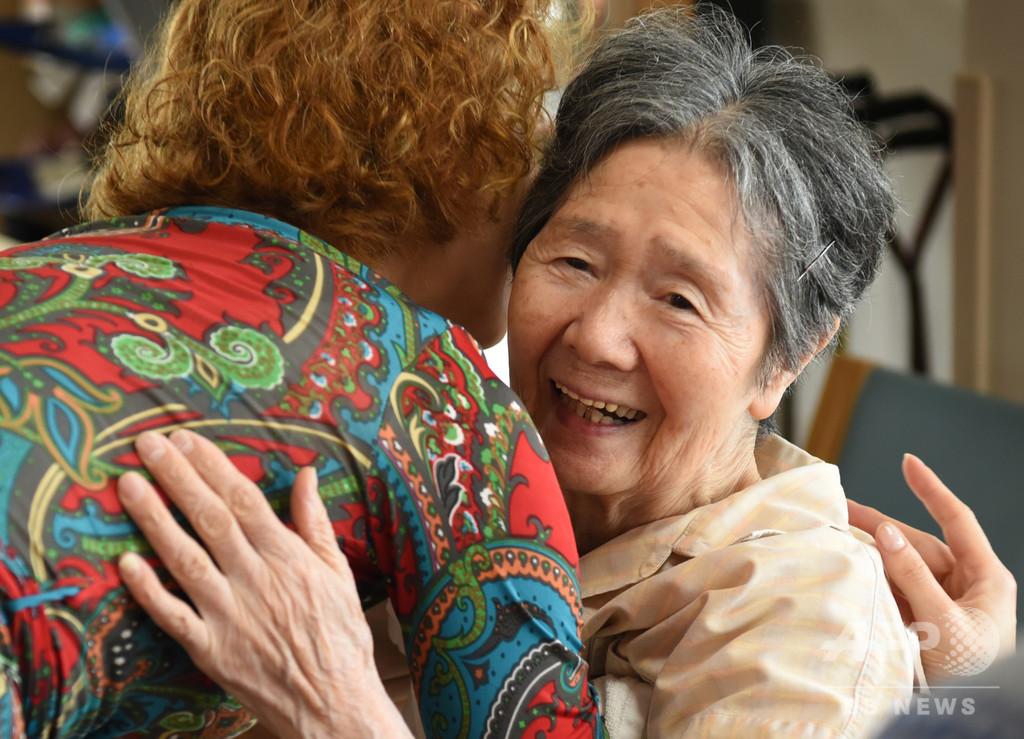 抱擁は温もり、生きる力 タンゴセラピーを病院や介護施設が導入【再掲】