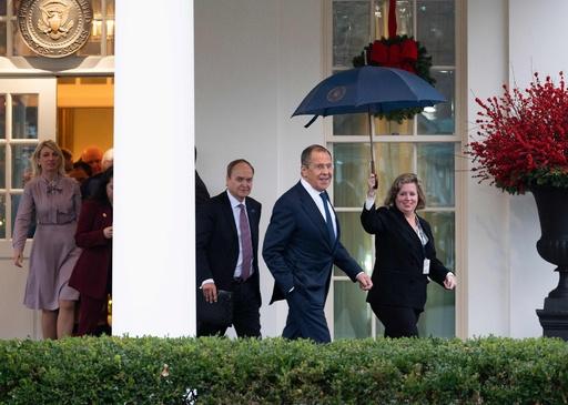 米大統領、ロシア外相と会談 選挙介入に警告 ホワイトハウス発表