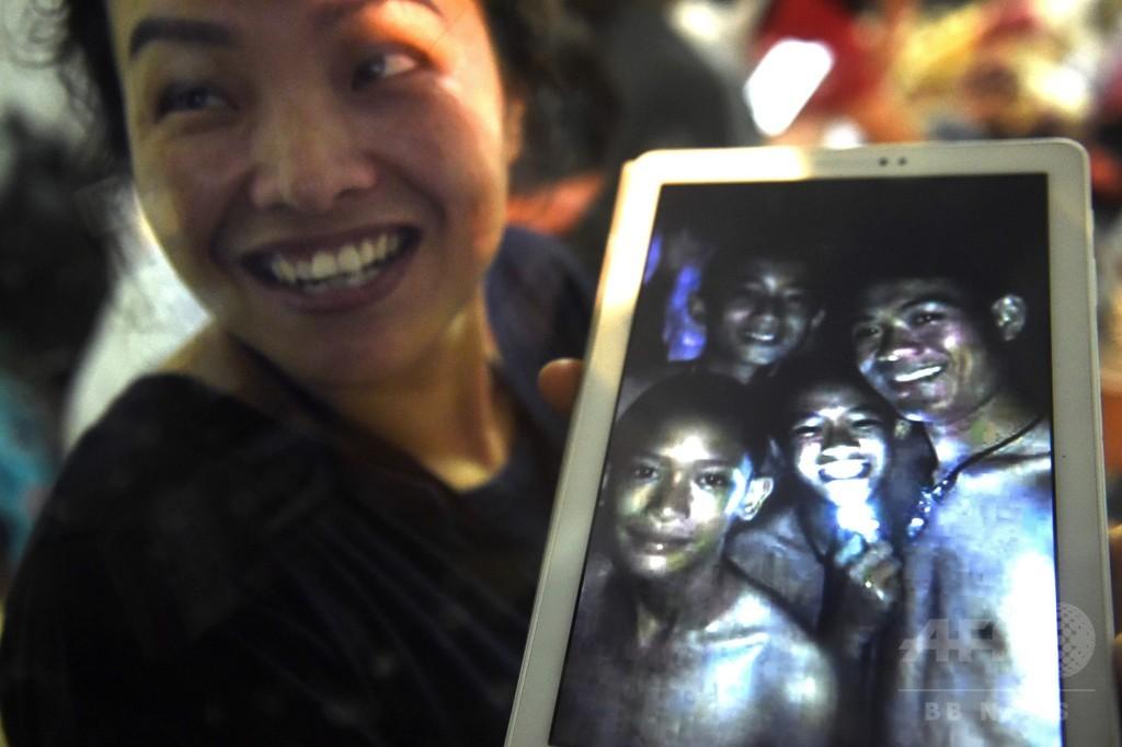 タイ洞窟閉じ込め、少年らの無事確認 地下で9日生存