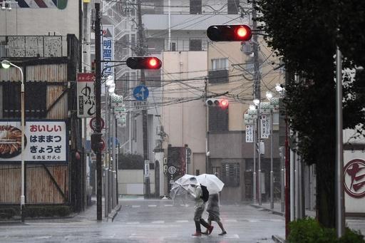台風19号、「前例のない」激しい雨で各地に被害