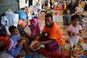 難民426人を救助、インドネシア沖 当局発表