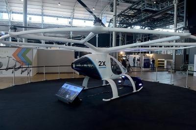 空飛ぶタクシー「ボロコプター」、シンガポールで来年試験飛行