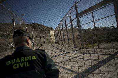 移民600人が国境フェンス越え不法入国、北アフリカのスペイン領セウタ