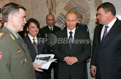 ロシア軍将校にスタイリッシュな新制服、「減量のススメ」も