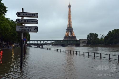 欧州の洪水、エッフェル塔周辺でも 死者は9人に