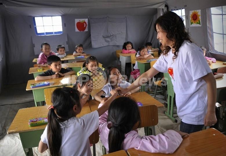四川大地震で生徒を残して逃げた教師、再就職はおあずけ