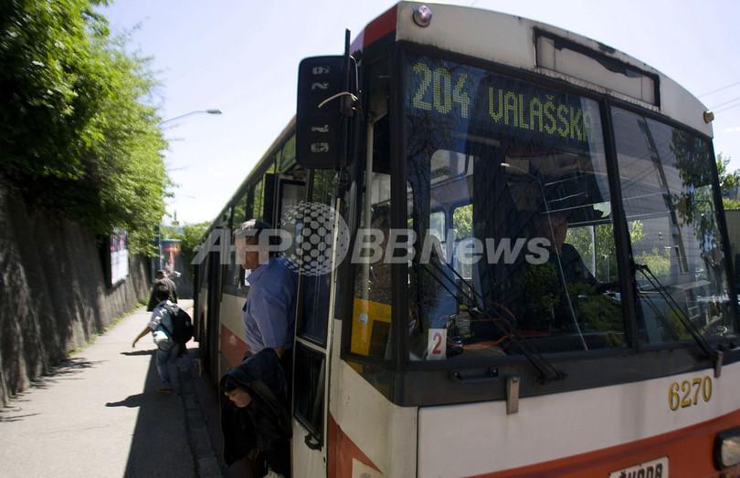 バスの車内で女児を出産、スロバキア