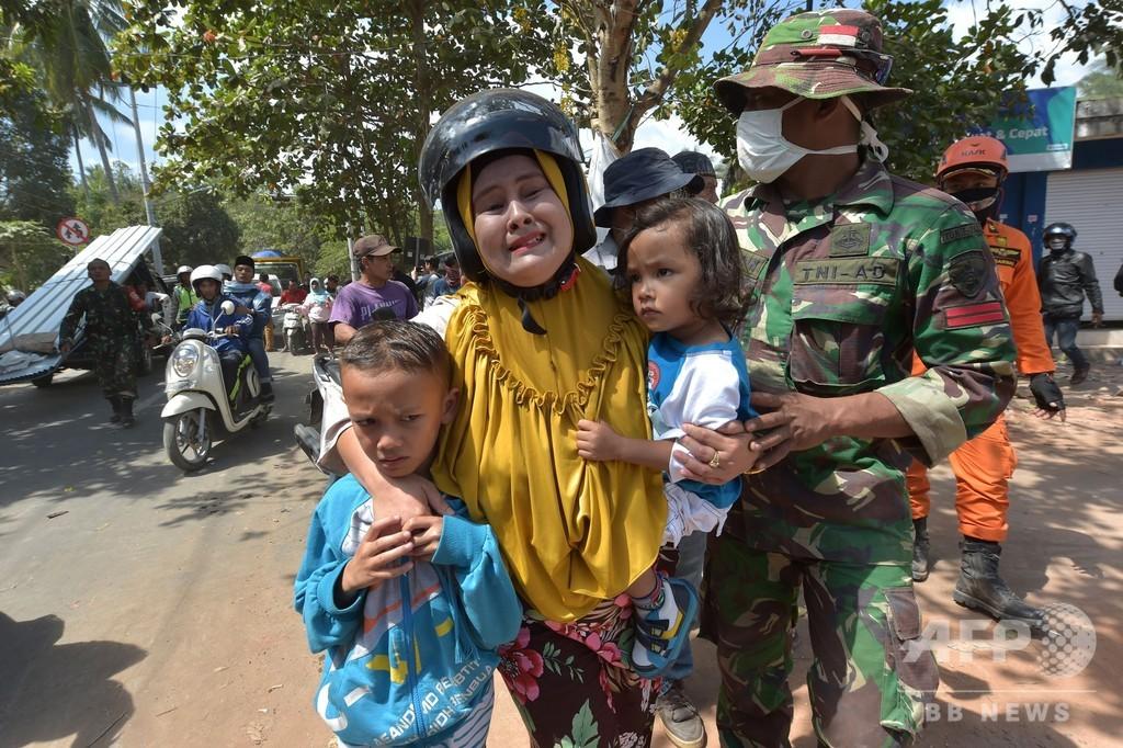 ロンボク島地震、死者300人超に 強い余震でパニックも