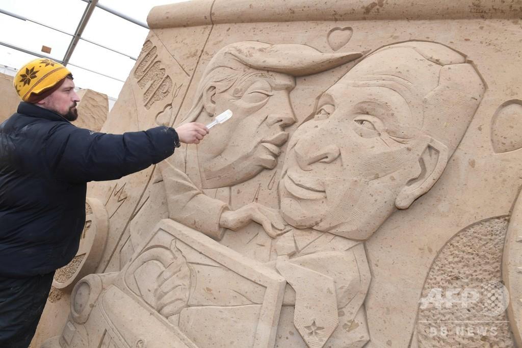 トランプ氏とプーチン氏のキス作品も、ドイツで砂像フェスティバル