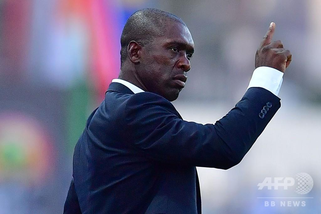 カメルーン代表のセードルフ監督解任、ネーションズカップで早期敗退