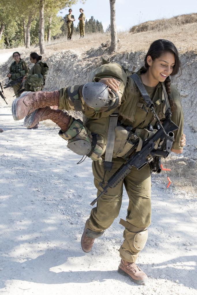 戦闘部隊に女性増加中、中東最強イスラエル軍「男女混成部隊」