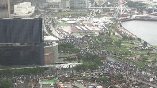動画:上空から撮影した香港大規模デモ、中心部はまひ 「逃亡犯条例」改正案に抗議
