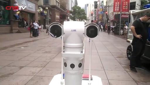 動画:しっかり見回り! 5Gロボット警官が上海に登場