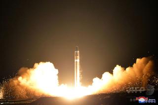 キャセイ航空乗務員、北朝鮮発射のICBM目撃か 「爆発してバラバラになった」