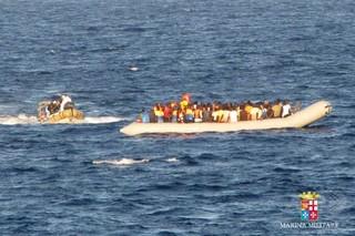 地中海で「近年最悪の海難事件」、難民500人水死の恐れ