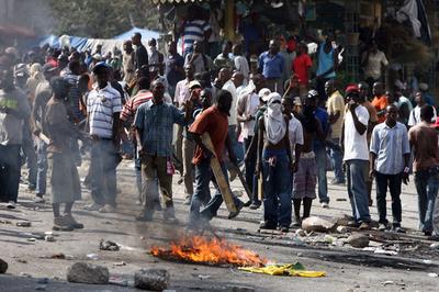 ハイチ大統領選、敗れた候補の支持者が暴徒化