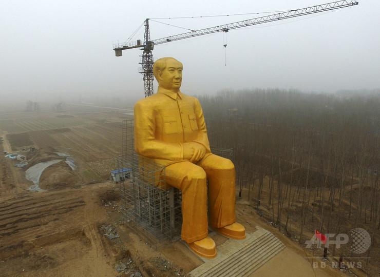 高さ37メートルの毛沢東の巨大金色像、突然解体される