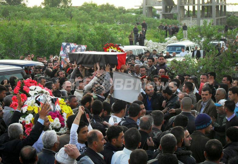 シリア南部のダルアー、軍による弾圧続く