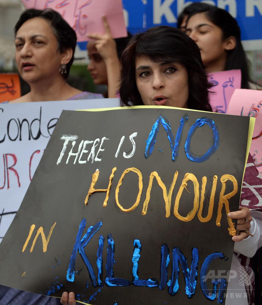 パキスタン警察、「名誉殺人」の疑いでイタリア人女性の遺体掘り起こし
