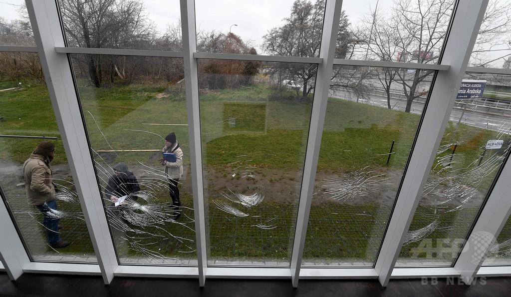 ポーランド首都のイスラム施設で破壊行為、窓ガラスなど割られる