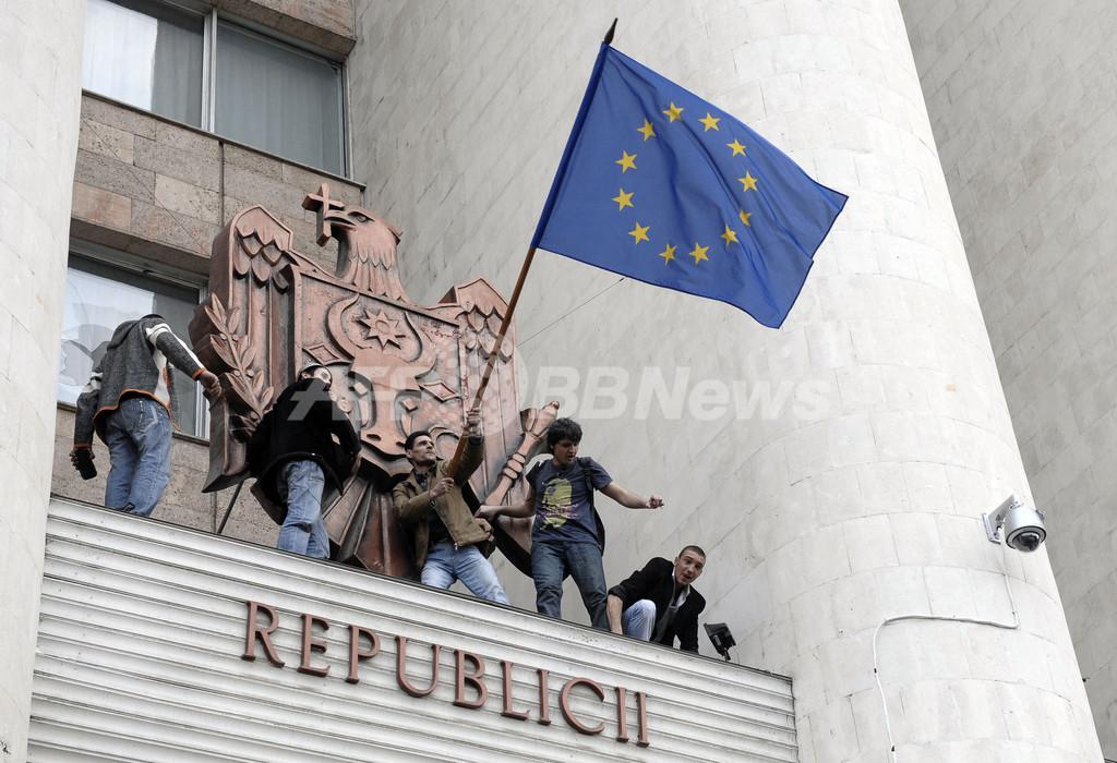 モルドバの議会選「共産党圧勝」で、野党支持者らが抗議デモ 一部が暴徒化