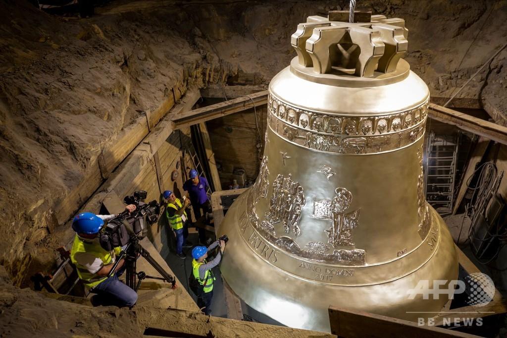重さ55トン、世界最大級の釣り鐘公開 ポーランド