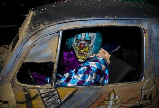 仏の村、ハロウィーンのピエロ仮装を禁止 悪質ないたずら流行で
