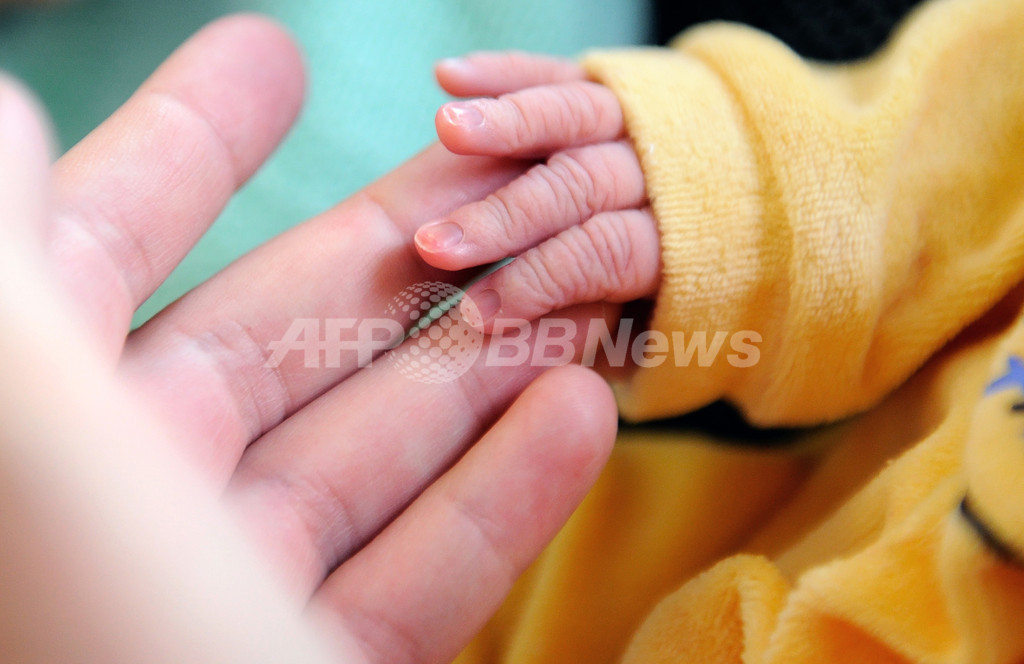 視線を合わせない自閉症の特徴、乳幼児期から確認