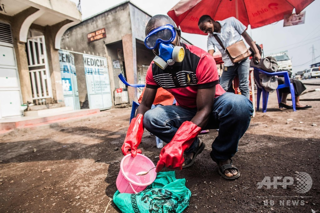 コンゴのエボラ流行、さらに拡大 発生1年、死者1800人超え