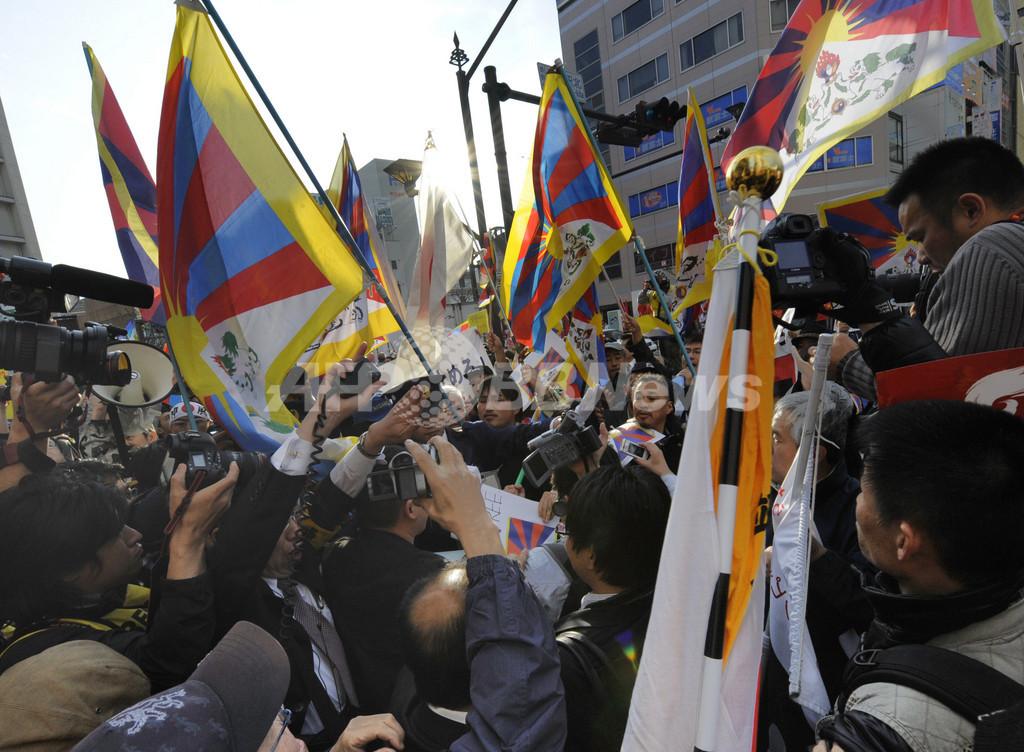 長野聖火リレー、抗議活動相次ぐ 「うんざり」という声も