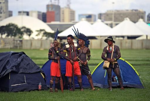 ブラジル先住民、土地守るため国会前に集結 極右政権下で初
