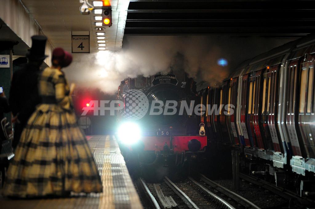 ロンドン地下鉄開業150年、蒸気機関車が復活