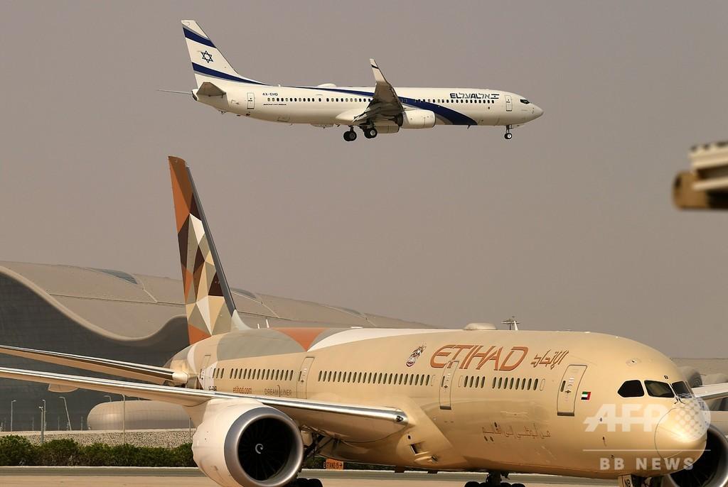 イスラエルとUAE結ぶ初の商用便、アブダビに到着 国交正常化合意で実現