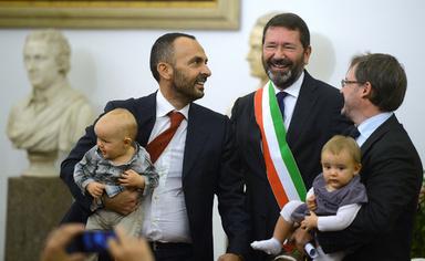 ローマ市長、同性婚認知を強行で政府と対立 ローマ市長、同性婚認知を強行で政府と対立 写真11枚