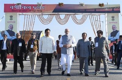 インド北東部で国内最長の鉄道橋開通 対中国境の防衛力強化