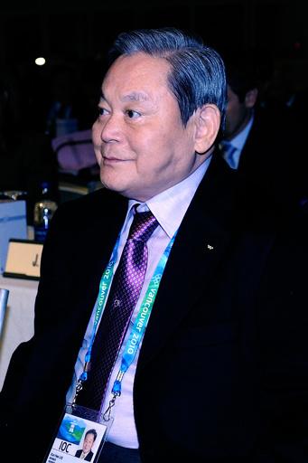 韓国のサムスン電子会長、心筋梗塞で緊急手術