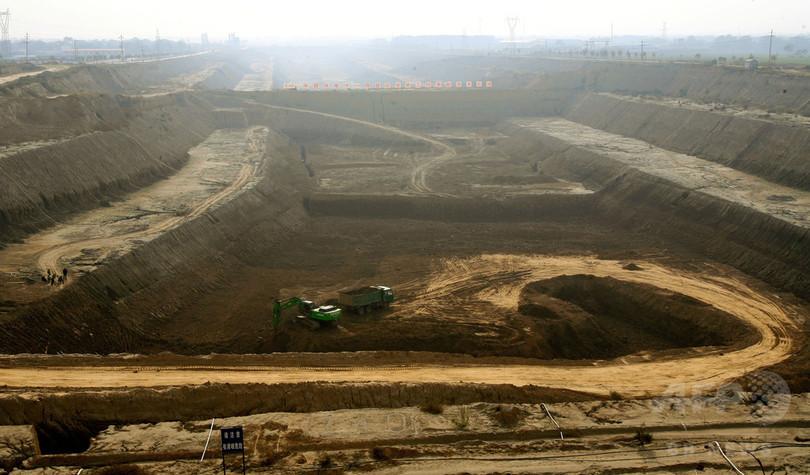 中国の巨大水路、送水始まる