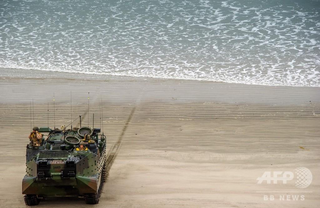 16人乗った米軍水陸両用車が沈む、1人死亡 8人不明