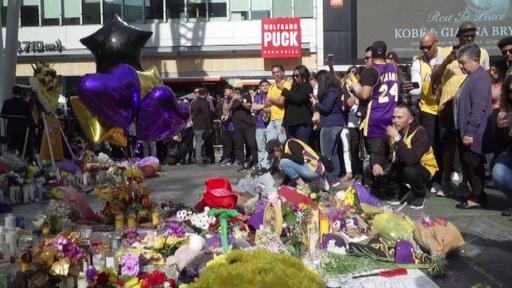 動画:コービー氏死去、一夜明け大勢のファンが追悼 全豪OPでキリオス選手も