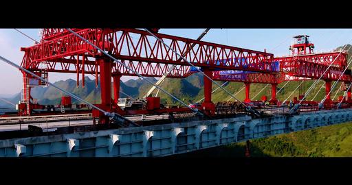 動画:世界最高のコンクリート斜張橋「平塘特大橋」橋桁つながる 貴州