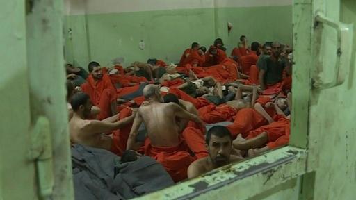 動画:過密と悪臭 「IS戦闘員」収容施設の内側 シリア