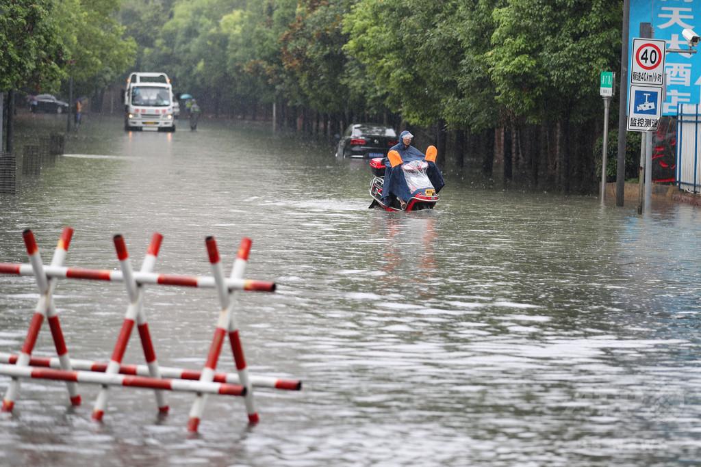 貴州省、大雨で洪水
