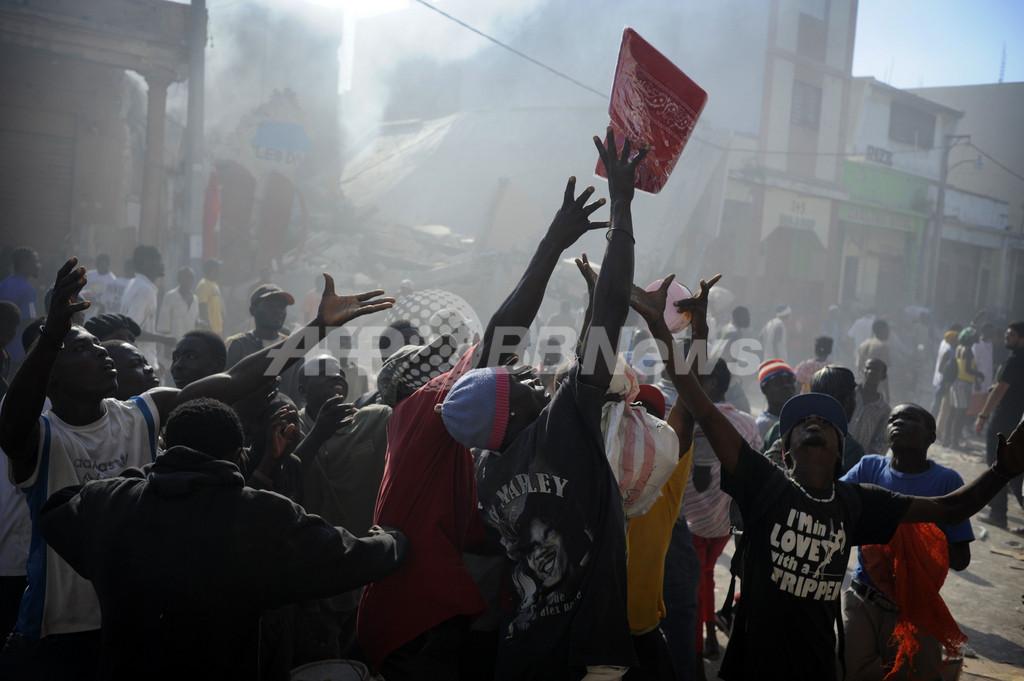 大地震被災のハイチ、略奪の街と化した首都ポルトープランス