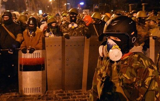 流血のウクライナ反政権デモ、過激化の裏に謎の右翼集団