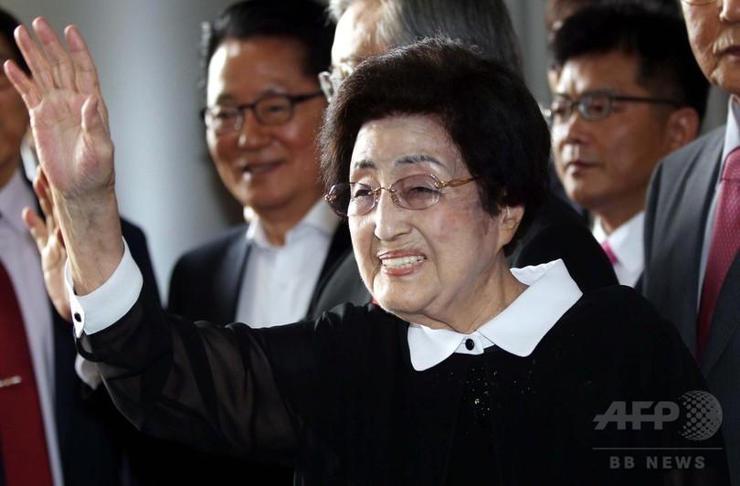 元韓国大統領夫人、北朝鮮訪問を開始