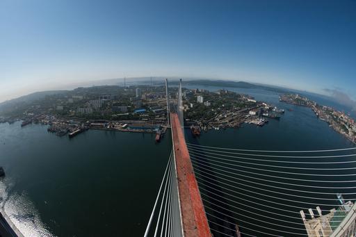 ロシア極東で世界最長の斜張橋が完成、APECサミット開催を前に